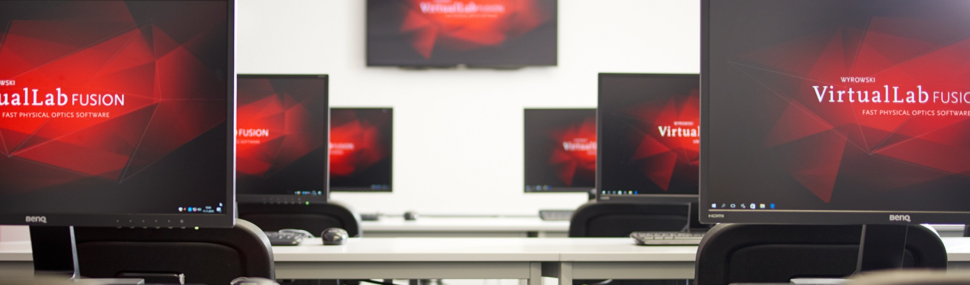 Several screens in our seminar room for the implementation of a VirtualLab Fusion training